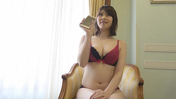 スマホで自撮りする美人妊婦さん!家でヤル時のプライベートSEXを再現!中出しハメ撮り!